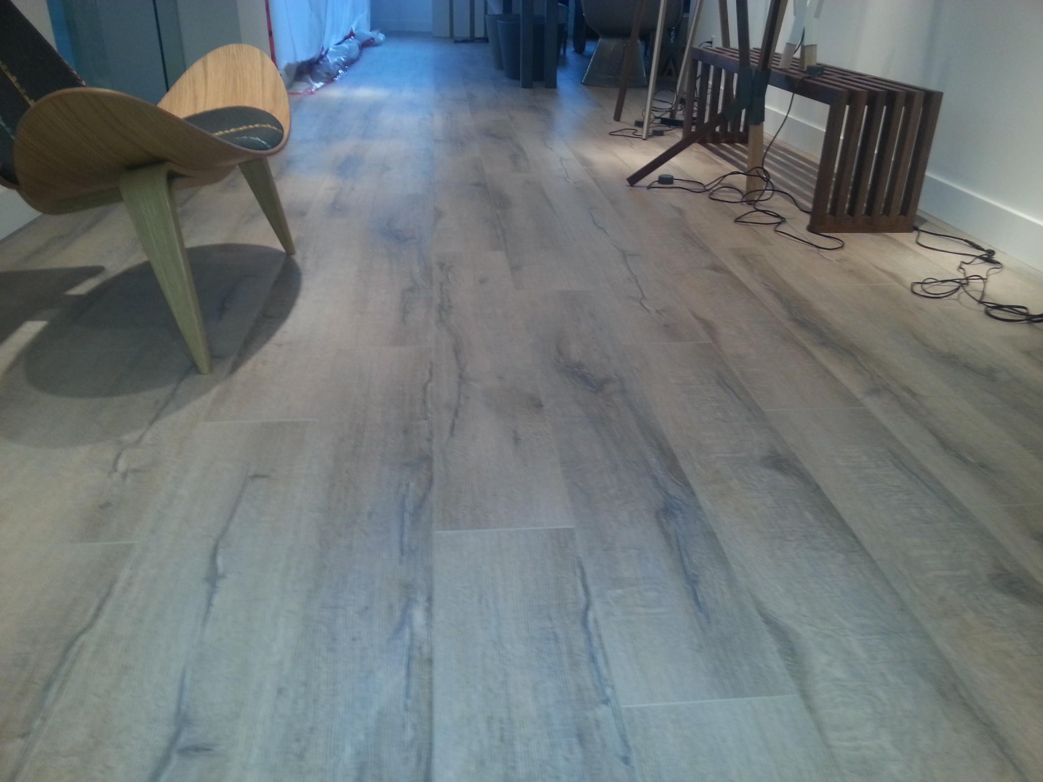 Hardwood vs laminate flooring la floor - Laminate flooring vs hardwood flooring ...
